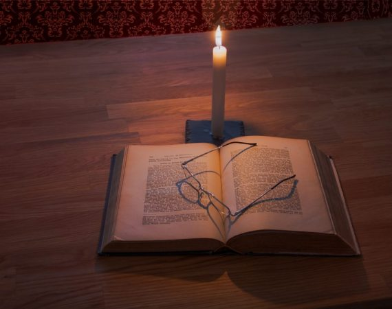 bible-book-candle-256560